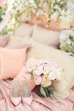 pink wedding shoes @weddingchicks