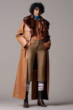 Chloé  #VogueRussia #prefall #fallwinter2018 #Chloé #VogueCollections