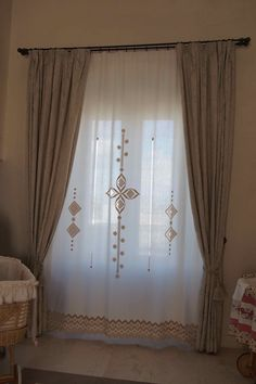 Hanging Curtains, Diy Curtains, Vintage Curtains, Furniture Covers, Furniture Decor, Hallway Decorating, Interior Decorating, Rideaux Design, Contemporary Curtains