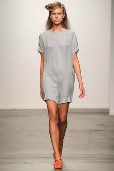 See all the Collection photos from A Detacher Spring/Summer 2015 Ready-To-Wear now on British Vogue Spring 2015 Fashion, Spring Summer 2015, Runway Fashion, Fashion Show, Fashion Design, Vogue, Inspiration Mode, Catwalks, Minimalist Fashion