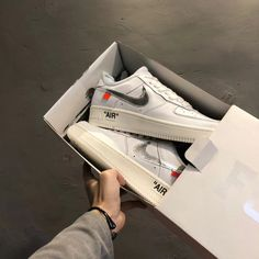 uk availability e07ad 4771e Off-White x Nike Air Force 1 Complex Con White Metallic Silver AO4297-