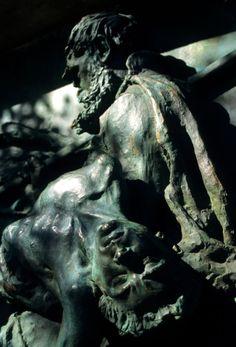 En Bogarnes encontramos esta magnífica estatue que recoge el momento de la Saga de Egil Skallagrimsson en el que debe recoger a su primogénito, ahogado en el mar.
