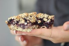 Blueberry Jam Breakfast Oaties Vegan A crumble-top cakey-bake with a oat biscuit-base and a Blueberry Chia Jam sandwiched in bet. Chia Jam, Healthy Desserts, Dessert Recipes, Blueberry Jam, Blueberry Breakfast, Jam Sandwiches, Crumble Topping, Gluten Free Snacks, Vegan Cheese