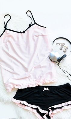 I love this pink and black jammy set!