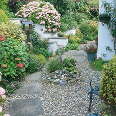 Garden paving | Garden design ideas | Plants