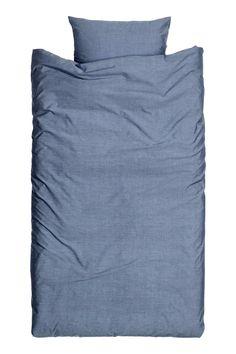 Chambray dekbedset: Een eenpersoonsdekbedset van fijndradig, dichtgeweven katoenen chambray (40/40-garen, draaddichtheid 190).…