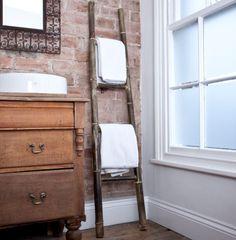 Exposed brick, old windows, bamboo towel rack Old Ladder, Vintage Ladder, Wooden Ladder, Ladder Decor, Vintage Industrial, Vintage Decor, Bathroom Ladder, Bathroom Towels, Bathroom Ideas