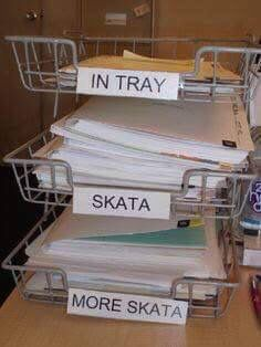 How Greeks organize their desks.