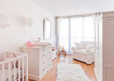 Un dormitorio para bebé de ambiente dulce y relajado