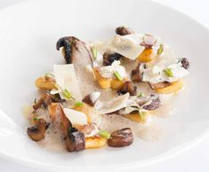 Recipe Potato gnocchi with sautéed mushrooms and porcini cream by Josh Lopez, learn to make this recipe easily in your kitchen machine and discover other Thermomix recipes in Main dishes - vegetarian. Sauteed Mushrooms, Potato Recipes, Pasta Recipes, Micro Herbs, Potato Puree, Dinners To Make, Peeling Potatoes, Winter Food