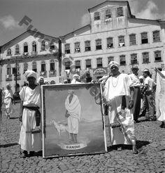 """Afoxé """"Filhos de Gandhi"""", Pelourinho, Salvador, Pierre Verger."""