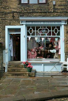 Places to Visit in Britain Visual Merchandising, Boutiques, Boutique Deco, Cafe Shop, Shop Fronts, Lovely Shop, Store Design, Design Shop, Vintage Shops