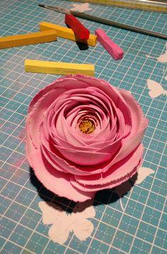 Ranunculus, work in progress... www.bouquetalternativi.it info@bouquetalternativi.it   #bouquetalterantivi #unusualbouquet #bouquetsposa #bouquet #bouquetalterantivo #bouquetparticolare #bouquetfattoamano #bouquetsposaparticolari #bouquetbottoni #bottoniera #bouquetsposaparticolare #bouquetfioresingolo #bouquetdifioridicarta #fioribouquet #bouquetdifioridicarta #bouquetdicarta #design #bride #bouquetmatrimoniocivile