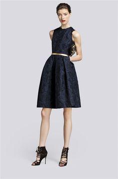 Vestido corto azul de Carolina Herrera de la colección otoño 2013.