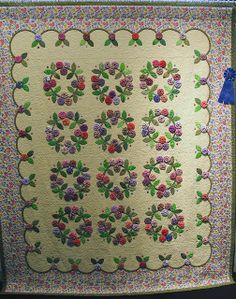 yo yo and applique quilt by Barbara Smith
