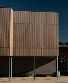 Screenwood liner timber systems provide an ideal solution to renew a building facade or to integrate a natural element in an industrial environment. Timber Panelling, Timber Cladding, Exterior Cladding, Exterior Doors, Wall Panelling, Best Exterior Paint, Exterior Paint Colors For House, Facade Design, Exterior Design
