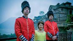 Latest Chinese News Lesson: Foreigners as props help sell Chinese real estate. Mài fángzǐ yào yòng wàiguó rén. 卖 房子 要 用 外国 人。 www.gurulu.com