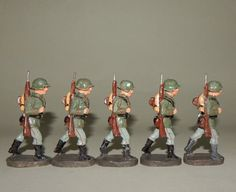 """5 x """"Infanterist Gewehr geschultert"""" Konvolut von Elastolin - 7 cm Massesoldaten"""