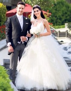 *.*Hatice Şendil ve Burak Sağyaşar evlendiler