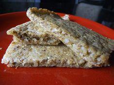 Recept za LCHF Focaccia. Inače, Focaccia je tanki kruh, pogača od dizanog tijesta, prepuna okusa, obično je začinjena maslinovim uljem i začinskim biljem. Recept za LCHF Focaccia
