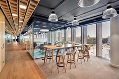 Office Tour: CCC Shoes and Bags Offices – Warsaw - Arbeitsplatz Open Concept Office, Open Office Design, Cool Office Space, Smart Office, Office Interior Design, Office Ceiling Design, Office Design Concepts, Office Designs, Corporate Interiors
