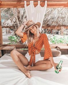 outfits summer beach 73 Beach Outfit Ideas That Go Far Beyond Swimsuits and Sunnies Cancun Outfits, Hawaii Outfits, Beach Vacation Outfits, Outfit Beach, Beach Travel Outfit, Europe Outfits, Vacation Fashion, Honeymoon Outfits, Beach Attire