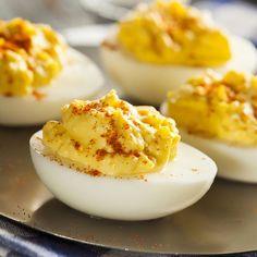 Esta receta de huevos rellenos al curry es fácil y resulta muy resultona para ocasiones especiales. Los ingredientes son sencillos y el resultado, de chef!!