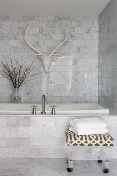 Carrara marble bathroom with lucite stool upholstered in Kelly Wearstler& Imperial Trellis in Charcoal. Carrara Marble Bathroom, White Marble Bathrooms, Marble Showers, Marble Tiles, Marble Floor, Calacatta Marble, Marble Wall, Subway Tiles, Tile Floor