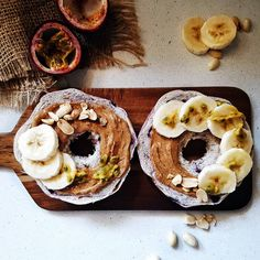 Bagels Love 💜 Breakfast Bagel, Perfect Breakfast, A Perfect Day, Bagels, Doughnut, Blueberry, Peanut Butter, Toast, Healthy