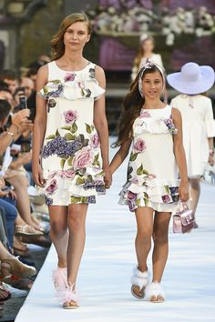 Ideas Baby Dress For Wedding Daughters Tween Fashion, Young Fashion, Fashion Outfits, Mommy And Me Outfits, Kids Outfits, Little Girl Dresses, Girls Dresses, Tween Mode, Mother Daughter Fashion