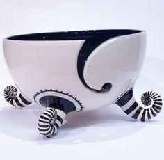 Bol de fil noir et blanc avec des chaussettes stripey