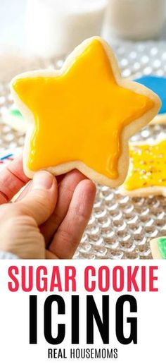 christmas cookies glase Weihnachtspltzchen It takes only four ingredients and 5 minutes to make the absolute best cut out Sugar Cookie Icing that hardens to a glossy, shiny surface! Sugar Cookie Glaze, Best Sugar Cookies, Christmas Sugar Cookies, Sugar Cookies Recipe, Holiday Cookies, Christmas Baking, Christmas Foods, Homemade Cookie Icing Recipe, Cut Out Cookie Frosting Recipe