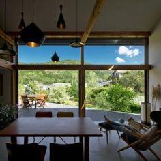景色を取り込むことで生まれるくつろぎの室内空間