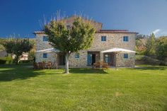 Odina Agriturismo Loro Ciuffenna Odina is a picturesque farmhouse in the Tuscan countryside, 10 km outside Loro Ciuffenna. Its garden features a swimming pool, BBQ and a vegetable path for picking fruit and vegetables.