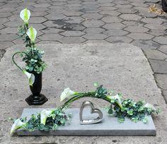 Komplet dekoracji nagrobnych; sztuczne kwiaty, dodatki