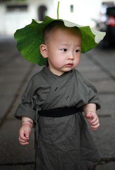 """** un petit """"moine bouddhiste"""""""