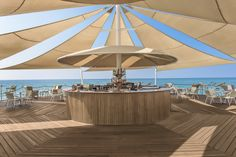 Brezza Bar: Enjoy the pleasure of a drink in the bar on the pier, surrounded by the endless blue and sunset over the glistening Mediterranean with its mild breeze.