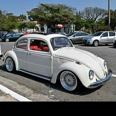 Such a clean and beautiful mild custom VW bug. Love the BBS wheels, the crisp white paint and red interior. Volkswagon Van, Volkswagen Transporter, Vw Volkswagen, Volkswagen Interior, Vw Bus, Vw Camper, Custom Vw Bug, Custom Cars, Fusca German Look