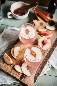 Süffig, spritzig, schnell gemacht: Sommer-Bowle mit Pfirsich | http://eatsmarter.de/rezepte/bowle-mit-pfirsich