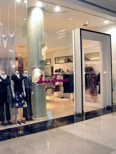 This is accompanied by custom clothing racks, ceiling features and framed wall niches to show off the stock. The curved shape of the retail space meant inOne had to pull out all the stops when it came to custom joinery and storage. The end result is a fresh retail space which highlights the brands products and is aesthetically pleasing and easy to navigate for customers.