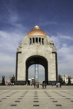 El #Monumento a la #Revolucion es uno de los atractivos que debes visitar en tu viaje por el #DF, un monumento histórico y representativo del origen de la República de México.