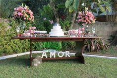 Mini wedding realizado no jardim dos pais da noiva com produção da Artificar.