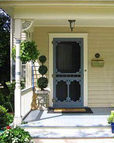 Super old screen door ideas farm houses front porches 27 Ideas Vintage Screen Doors, Old Screen Doors, Wooden Screen Door, Old Doors, Front Doors, House Front Porch, Front Porches, Farmhouse Front, Antique Farmhouse