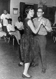 Bruce Lee en train de danser                              …