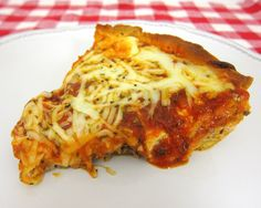 Crescent Lasagna Pie: All the flavors of lasagna on a crescent roll crust & only 6 ingredients. Easy to make & delish!