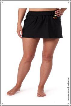 Jupe maillot de bain noire grande taille du 44 au 62 . Tankini, Haut Bikini, Fashion, Two Piece Swimsuits, Plus Size Swimwear, Black Swimsuit, Full Figured, Skirt, Moda