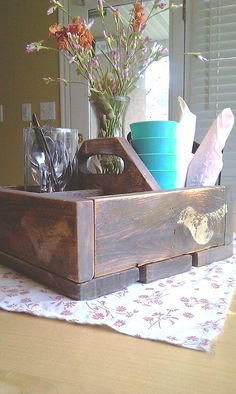 Reclaimed pallet wood caddy.  For art supplies?