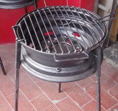 Barbecue pas cher fait d'une jante sur pieds