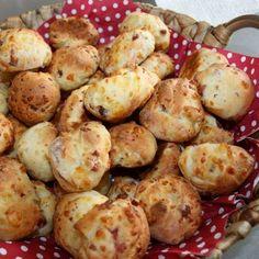 GEFÜLLTE PIZZABRÖTCHEN mit Schinken, Käse und italienischen Kräutern! Am besten noch warm genießen!