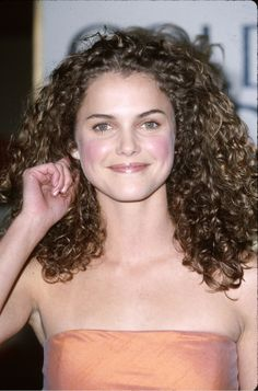Some Genius Tips for Frizz-Free Curly Hair. Have naturally curly hair? Curly Hair Care, Long Curly Hair, Curly Hair Styles, Thick Hair, Keri Russell Hair, Curly Hair Celebrities, Porous Hair, Hair Milk, Curly Hair Tutorial